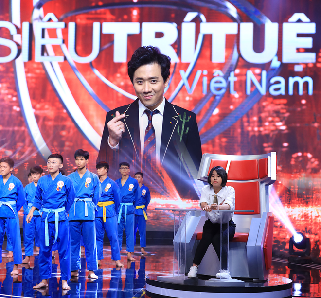 Siêu trí tuệ Việt Nam - nơi thách thức giới hạn con người và khiến hàng triệu khán giả nổi da gà vì tự hào, xúc động - Ảnh 1.