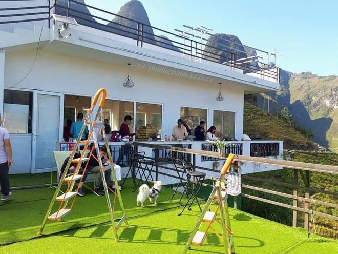 Toà nhà 7 tầng xây dựng trái phép Mã Pì Lèng Panorama bất ngờ mở cửa đón khách dù bị đình chỉ hoạt động kinh doanh - Ảnh 3.