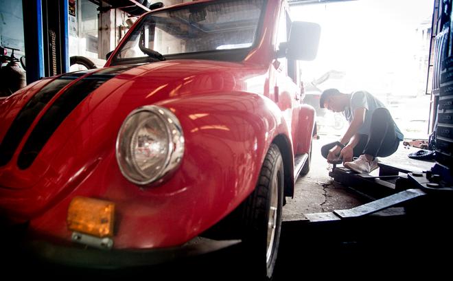 Cậu học sinh lớp 12 trong vòng 2 năm lắp ráp thành công 2 ô tô chạy bằng năng lượng mặt trời - Ảnh 1.