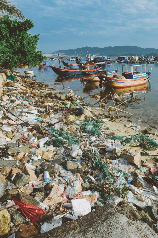 Hành trình cứu biển của nhiếp ảnh gia đi xe máy hơn 7.000km, chụp 3.000 bức ảnh về rác thải nhựa - Ảnh 10.