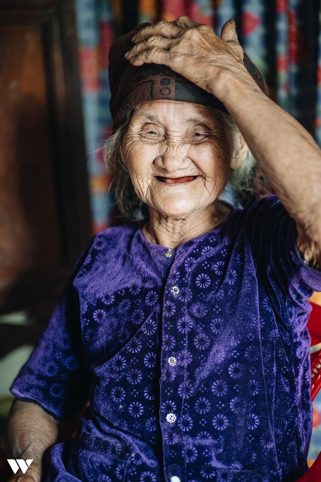 Mấy ai yêu đời được như cụ bà quyết tâm thoát nghèo: Xuân xanh cũng đến 85, nếu bà trang điểm thì trăng rằm thua xa - Ảnh 12.
