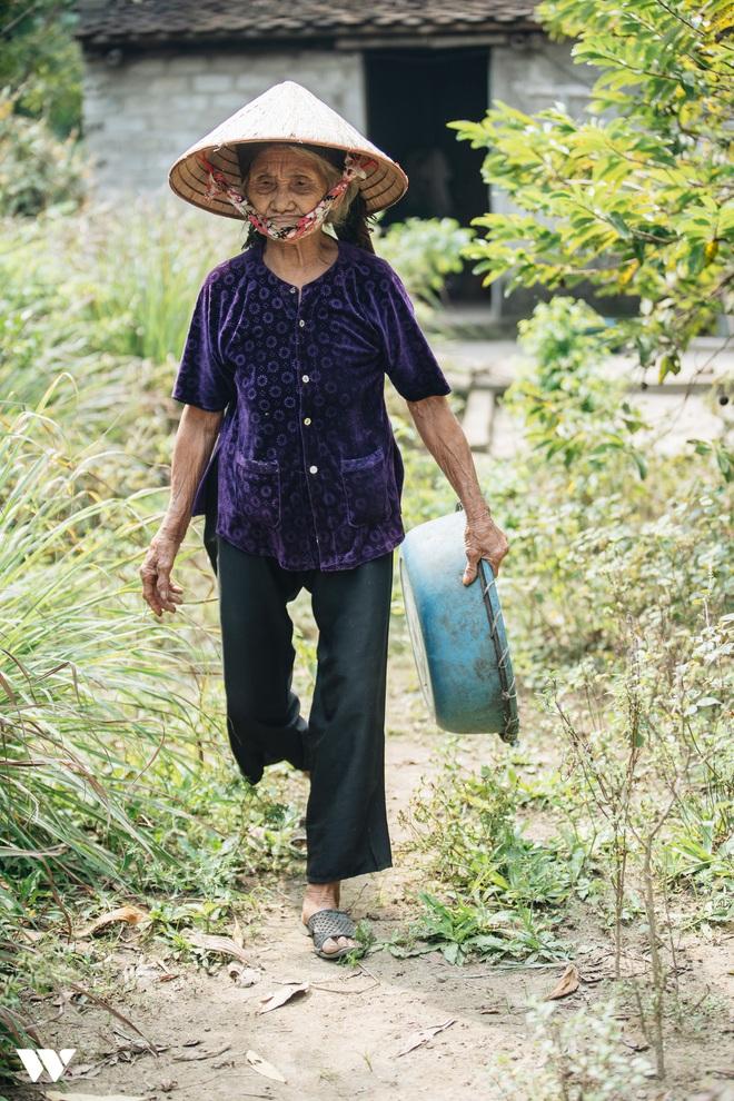 Mấy ai yêu đời được như cụ bà quyết tâm thoát nghèo: Xuân xanh cũng đến 85, nếu bà trang điểm thì trăng rằm thua xa - Ảnh 8.