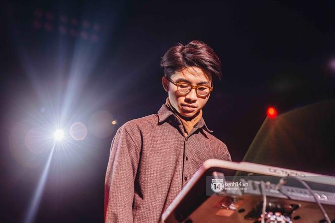 WeYoung: /unmute/ tại Hà Nội: Mạch nước ngầm Indie tự do bay nhảy trong thế giới riêng của mình - Ảnh 5.
