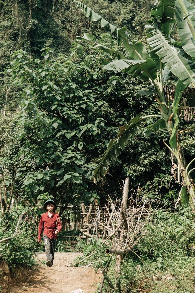 """Cậu bé dân tộc Vì Quyết Chiến đạp xe 100km xuống Hà Nội thăm em: Nếu Lực còn sống, em mong Lực đừng cố chấp, liều lĩnh như em"""" - Ảnh 7."""
