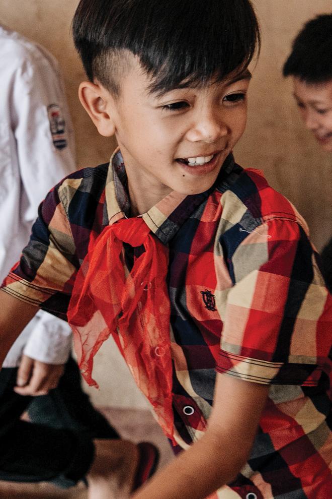 """Cậu bé dân tộc Vì Quyết Chiến đạp xe 100km xuống Hà Nội thăm em: Nếu Lực còn sống, em mong Lực đừng cố chấp, liều lĩnh như em"""" - Ảnh 1."""