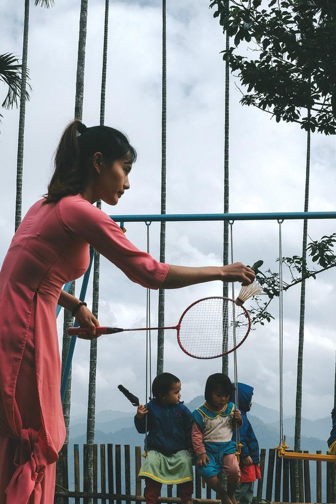 """Lên đỉnh trời Ngọc Linh gặp cô giáo dành cả thanh xuân """"gùi chữ qua đèo"""" cho tụi nhỏ: Dù ở núi hay phố, đâu cũng có niềm vui và hạnh phúc! - Ảnh 8."""