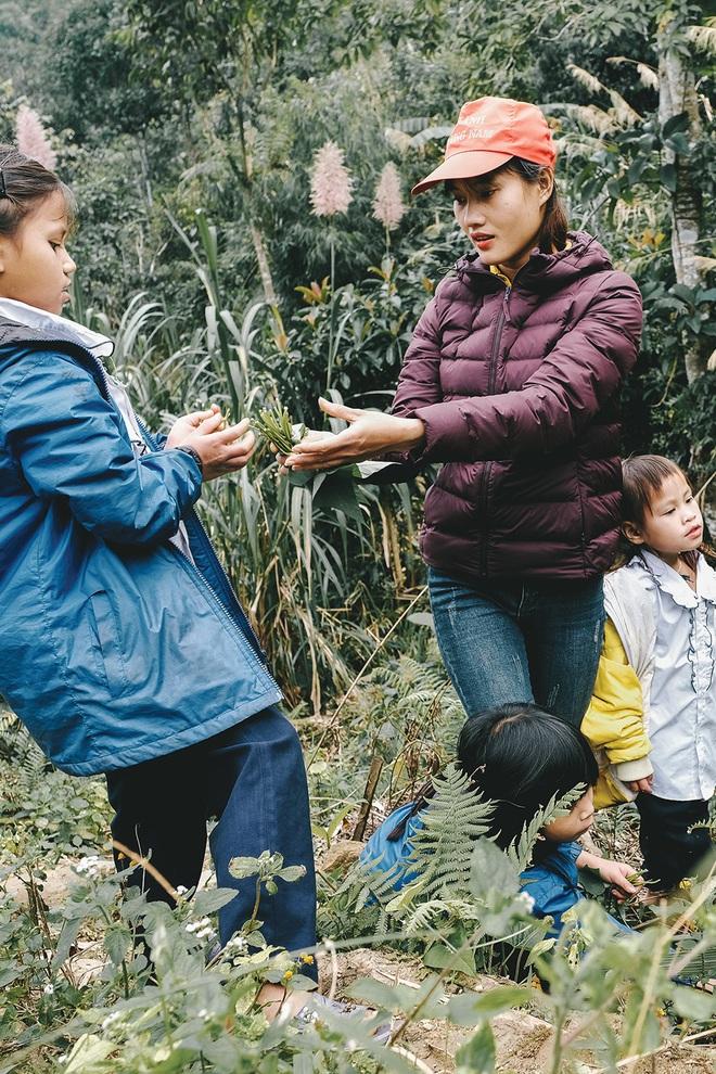 """Lên đỉnh trời Ngọc Linh gặp cô giáo dành cả thanh xuân """"gùi chữ qua đèo"""" cho tụi nhỏ: Dù ở núi hay phố, đâu cũng có niềm vui và hạnh phúc! - Ảnh 2."""