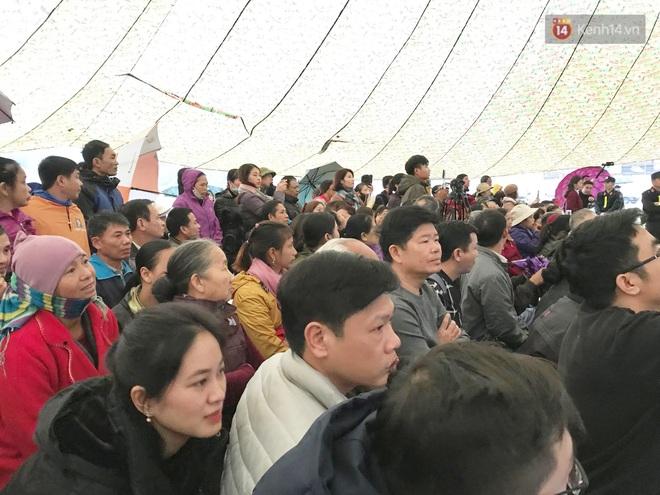 Ngày tuyên án vụ nữ sinh giao gà bị sát hại ở Điện Biên: Gia đình Duyên đeo khăn tang trắng, mang di ảnh đến toà - Ảnh 5.