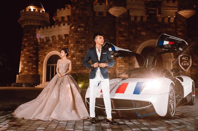 Lên đồ đi du lịch như nhà đại gia Minh Nhựa - Mina Phạm: Vợ thay 7749 bộ, chồng chỉ copy & paste nguyên một style - ảnh 10
