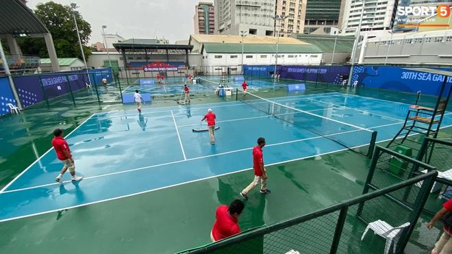 SEA Games 30: Trận đấu giữa U22 Việt Nam và U22 Singapore có thể bị tạm hoãn vì sân đấu ngập trong nước - ảnh 7
