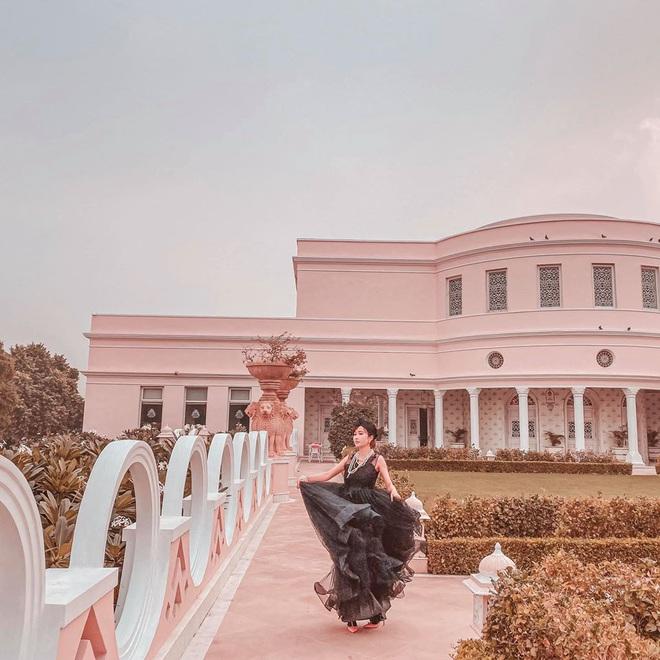 Lên đồ đi du lịch như nhà đại gia Minh Nhựa - Mina Phạm: Vợ thay 7749 bộ, chồng chỉ copy & paste nguyên một style - ảnh 11