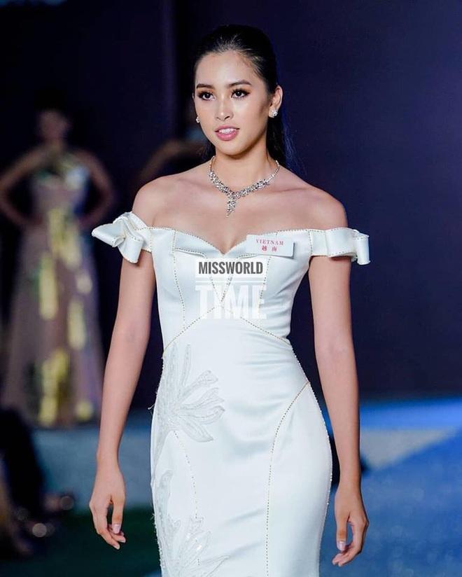 Diện đầm xẻ cao bồng bềnh khoe đôi chân 1m22, Lương Thùy Linh sẽ ẵm giải Top Model? - ảnh 7