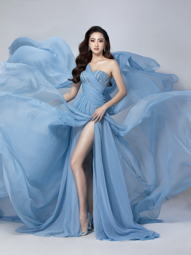 Diện đầm xẻ cao bồng bềnh khoe đôi chân 1m22, Lương Thùy Linh sẽ ẵm giải Top Model? - ảnh 1