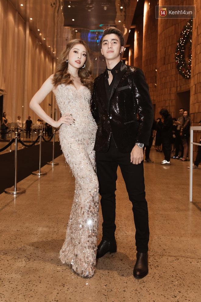 Tiểu Vy đổi gió với tóc bob, Hòa Minzy tái xuất trên thảm đỏ show diễn của NTK Chung Thanh Phong - ảnh 3