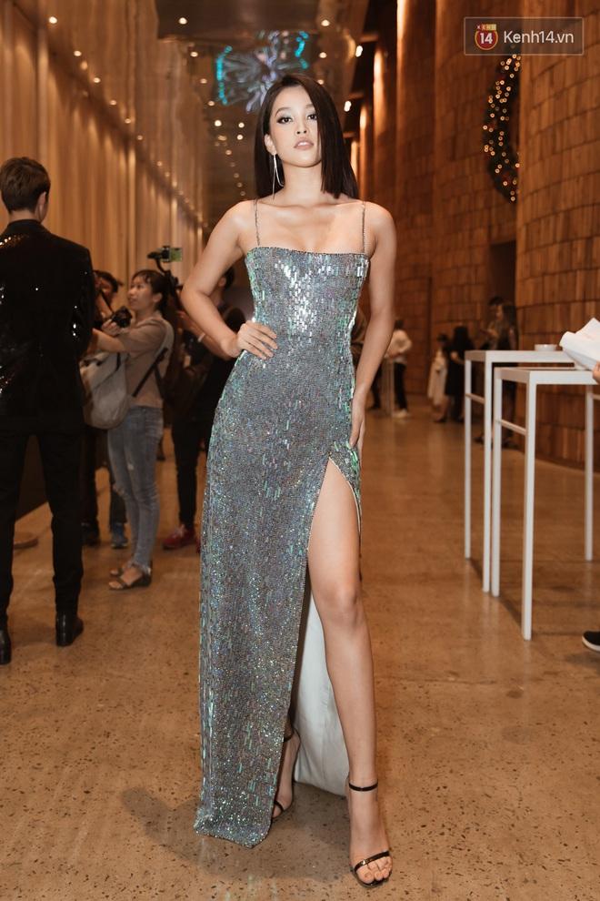 Tiểu Vy đổi gió với tóc bob, Hòa Minzy tái xuất trên thảm đỏ show diễn của NTK Chung Thanh Phong - ảnh 1
