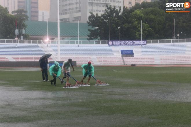 SEA Games 30: Trận đấu giữa U22 Việt Nam và U22 Singapore có thể bị tạm hoãn vì sân đấu ngập trong nước - ảnh 6