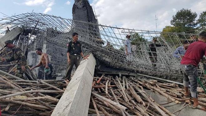 Sập công trình trong chùa Campuchia, 16 người thương vong - ảnh 1