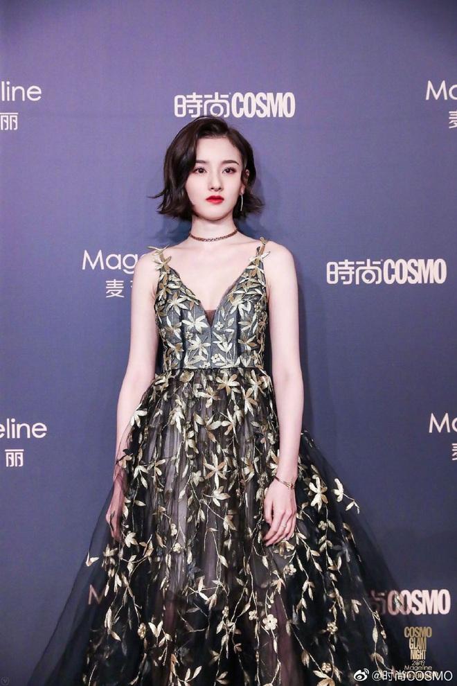 Bội thực thảm đỏ khủng quy tụ 100 sao Hoa-Hàn: Nhiệt Ba - HyunA sexy nổ mắt, Yoona đẹp tựa công chúa, Thẩm Nguyệt thất vọng - Ảnh 21.
