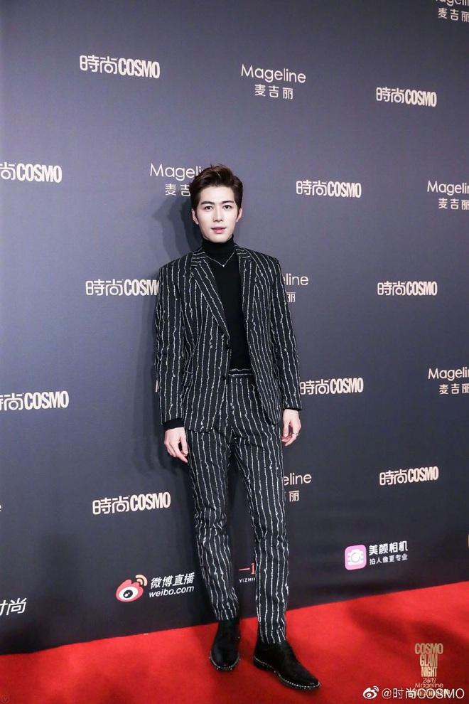Bội thực thảm đỏ khủng quy tụ 100 sao Hoa-Hàn: Nhiệt Ba - HyunA sexy nổ mắt, Yoona đẹp tựa công chúa, Thẩm Nguyệt thất vọng - Ảnh 42.