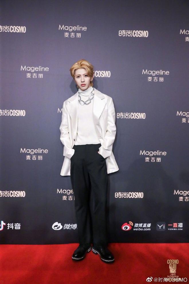 Bội thực thảm đỏ khủng quy tụ 100 sao Hoa-Hàn: Nhiệt Ba - HyunA sexy nổ mắt, Yoona đẹp tựa công chúa, Thẩm Nguyệt thất vọng - Ảnh 40.
