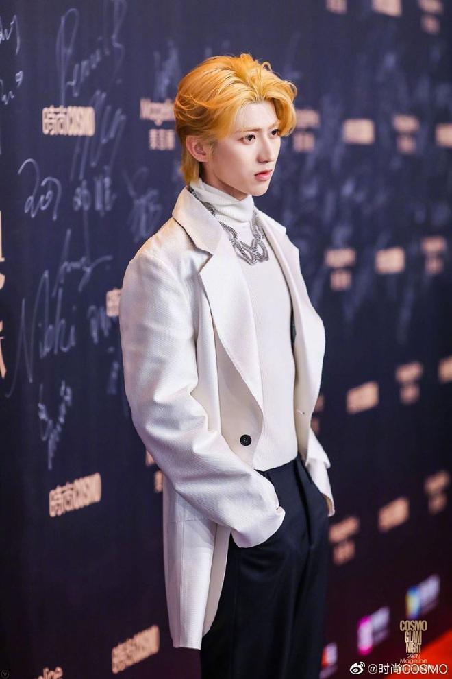 Bội thực thảm đỏ khủng quy tụ 100 sao Hoa-Hàn: Nhiệt Ba - HyunA sexy nổ mắt, Yoona đẹp tựa công chúa, Thẩm Nguyệt thất vọng - Ảnh 41.