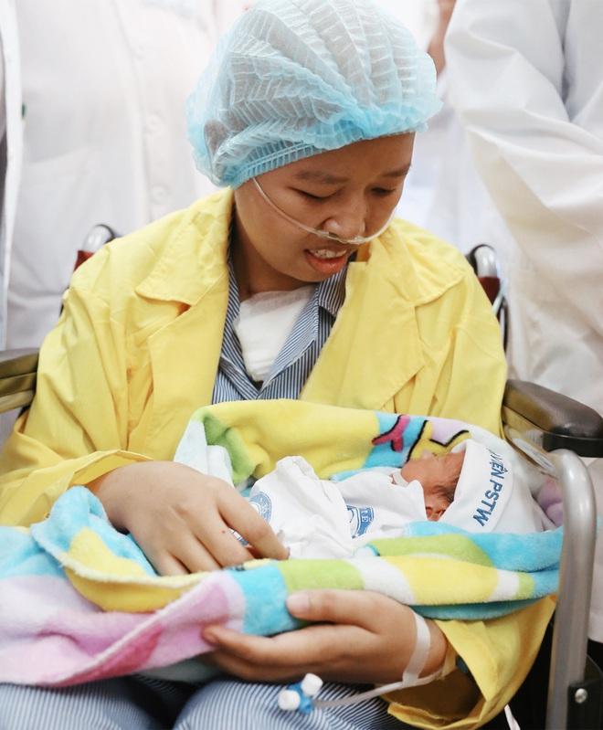 Đỗ Bình An đã được 6 tháng tuổi: Câu chuyện phi thường của người mẹ ung thư giai đoạn cuối, quyết sinh con bằng tất cả tình yêu thương và lòng dũng cảm - Ảnh 6.