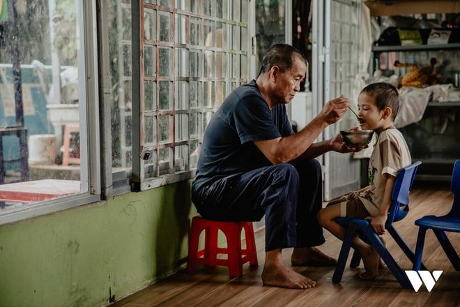Người cha kỳ lạ ở Sài Gòn: Đổi 100 tỷ để mua đại dương yêu thương cho trẻ có hoàn cảnh đặc biệt - Ảnh 14.