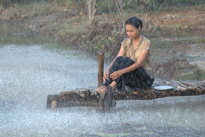 Nhìn lại vai diễn khởi nghiệp 5 mỹ nhân màn ảnh Việt: Thanh Hằng tắm trắng thành công, Chi Pu xinh xuất sắc từ đầu - Ảnh 8.