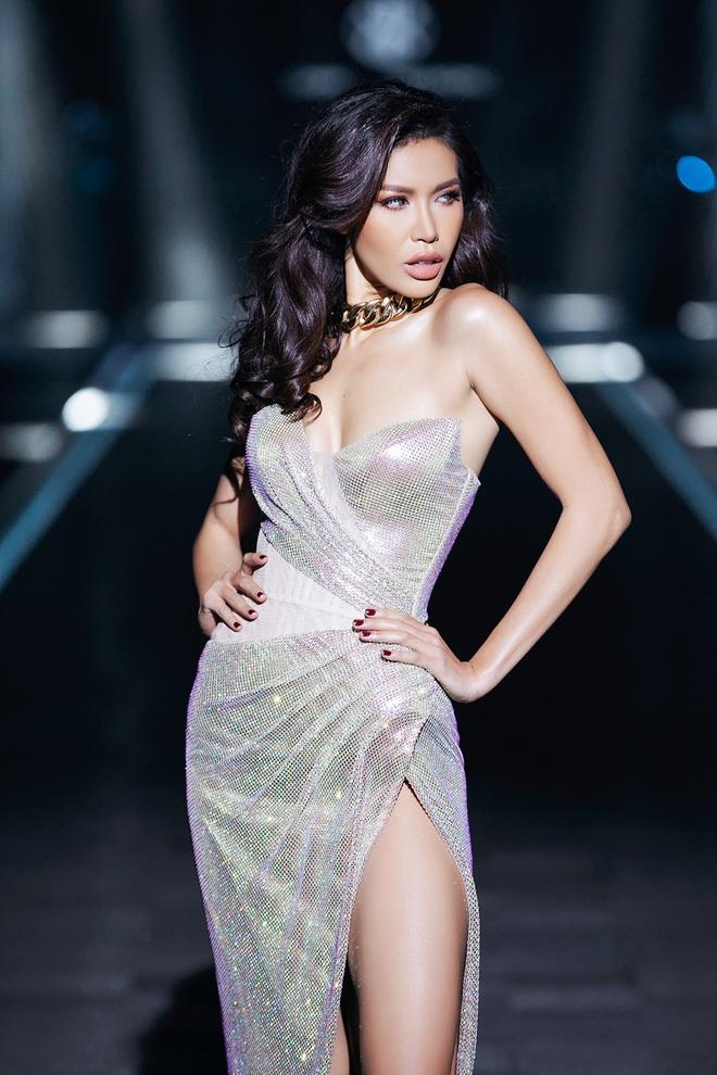 Hội siêu mẫu Việt nhiều thế hệ cùng quy tụ, chặt chém nhau trên sàn catwalk chói lóa của Chung Thanh Phong - ảnh 7