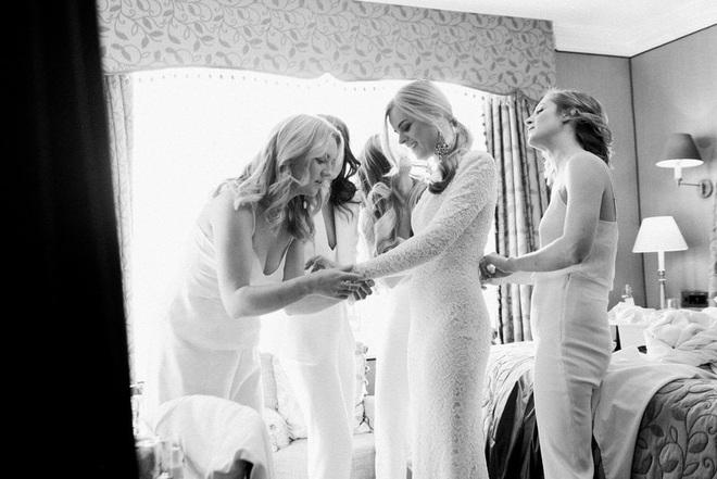 Chuyện tình bách hợp đẹp tựa cổ tích của nữ CDO Ralph Lauren: Gặp gỡ nhau qua một app hẹn hò, kết thúc bằng đám cưới trong một tòa lâu đài - ảnh 6