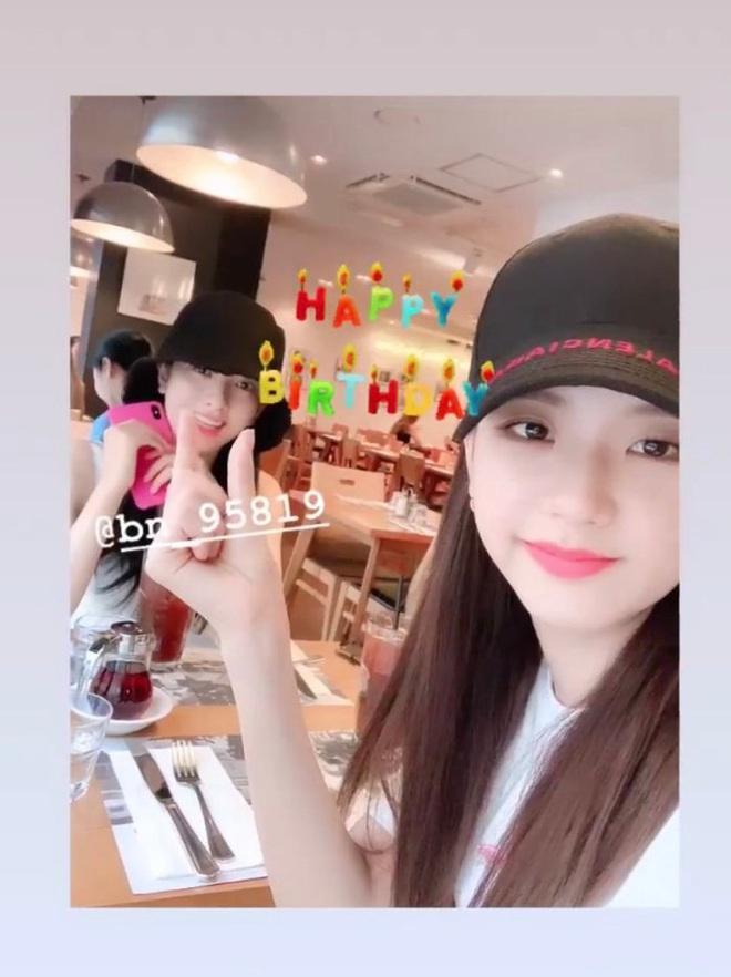 Sau nhóm bạn mỹ nam thân với Jungkook và Jennie - Irene, Knet lại phát sốt vì hội bạn không ngờ tới của Lisa (BLACKPINK) - ảnh 4