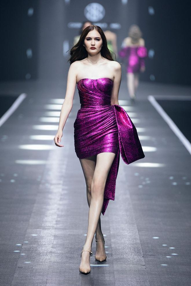 Hội siêu mẫu Việt nhiều thế hệ cùng quy tụ, chặt chém nhau trên sàn catwalk chói lóa của Chung Thanh Phong - ảnh 16