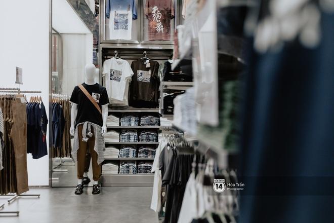 HOT HIT: Những hình ảnh rõ nét xịn sò đầu tiên bên trong store UNIQLO Việt Nam trước ngày khai trương - ảnh 12