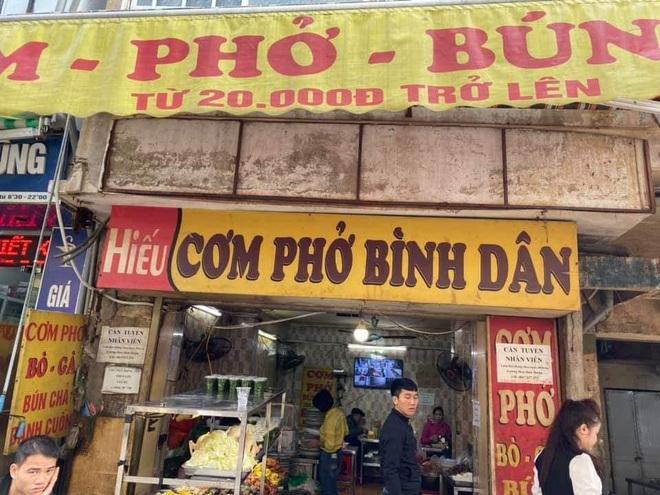 Công an vào cuộc vụ quán ăn gần BV Bạch Mai bị tố chặt chém bệnh nhân và người nhà, suất cơm 3 con tôm nhỏ và 2 miếng đậu nhồi thịt giá 70k - ảnh 2
