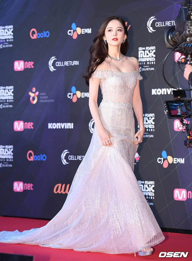 Nữ thần Cbiz hot nhất từ Hàn sang Trung hôm nay: Cổ Lực Na Trát khoe body nóng bỏng ở MAMA, ảnh hậu trường gây choáng - ảnh 5