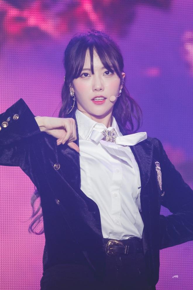 Sau nhóm bạn mỹ nam thân với Jungkook và Jennie - Irene, Knet lại phát sốt vì hội bạn không ngờ tới của Lisa (BLACKPINK) - ảnh 1