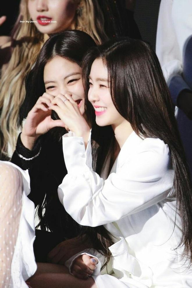 Sau nhóm bạn mỹ nam thân với Jungkook và Jennie - Irene, Knet lại phát sốt vì hội bạn không ngờ tới của Lisa (BLACKPINK) - ảnh 7