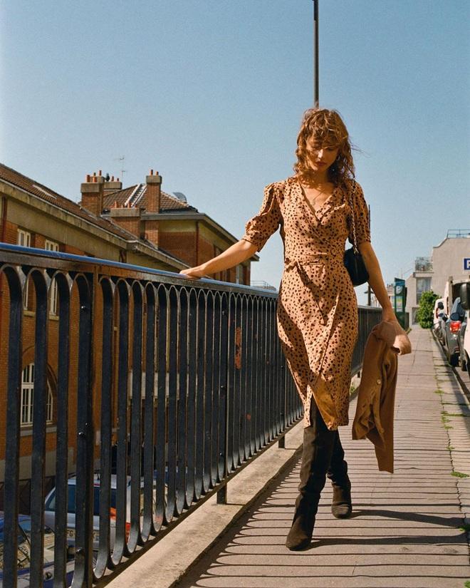 Phụ nữ Pháp chỉ diện boots theo 4 cách sau là đã đẹp và sang trọn vẹn mùa lạnh - ảnh 12