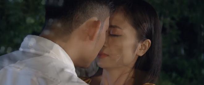 Chẳng cần mượn rượu, Khang vẫn hốt trọn chị đẹp San ở Hoa Hồng Trên Ngực Trái tập 35 - ảnh 4