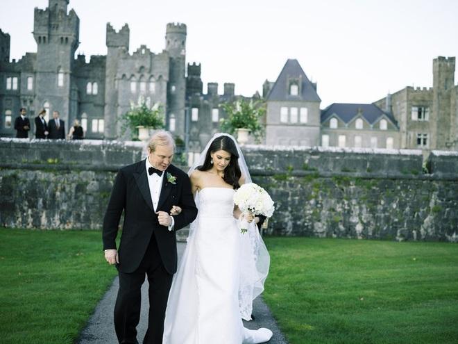 Chuyện tình bách hợp đẹp tựa cổ tích của nữ CDO Ralph Lauren: Gặp gỡ nhau qua một app hẹn hò, kết thúc bằng đám cưới trong một tòa lâu đài - ảnh 4