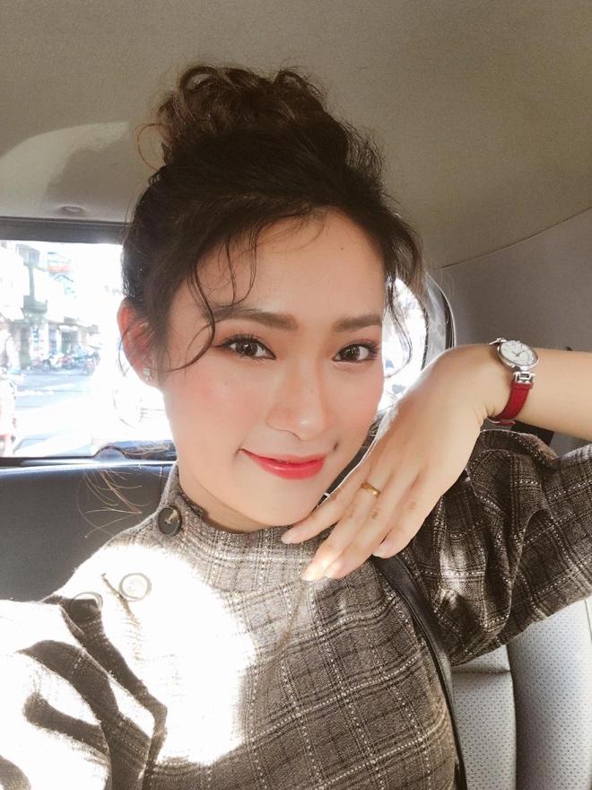 Bắn vèo vèo 4 ngoại ngữ trên thảm đỏ phỏng vấn loạt nghệ sĩ Quốc tế, Khánh Vy được dân mạng khen ngợi hết lời - ảnh 3