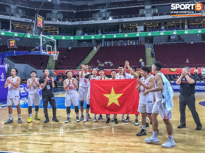 Dẫn dắt đội hình trong mơ đến với chiến tích lịch sử, HLV trưởng đội tuyển bóng rổ Việt Nam vẫn thận trọng trước cơ hội huy chương tại SEA Games 30 - ảnh 3