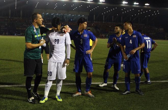 Bị Việt Nam cho về nhà sớm, cầu thủ Thái Lan suy sụp, thất thần, xấu hổ đến mức không dám nhìn các cổ động viên - ảnh 9