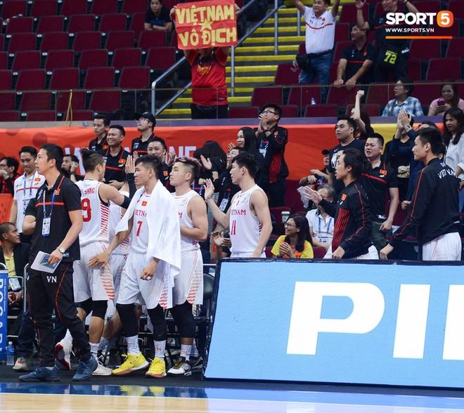 Thắng thuyết phục Singapore, bóng rổ Việt Nam vào bán kết SEA Games 30 lần đầu tiên trong lịch sử - Ảnh 8.