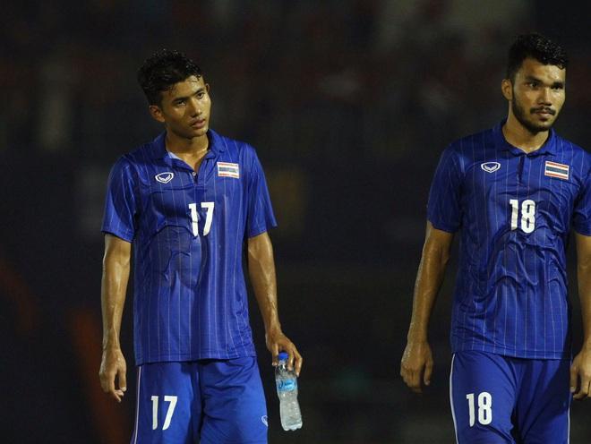 Bị Việt Nam cho về nhà sớm, cầu thủ Thái Lan suy sụp, thất thần, xấu hổ đến mức không dám nhìn các cổ động viên - ảnh 7