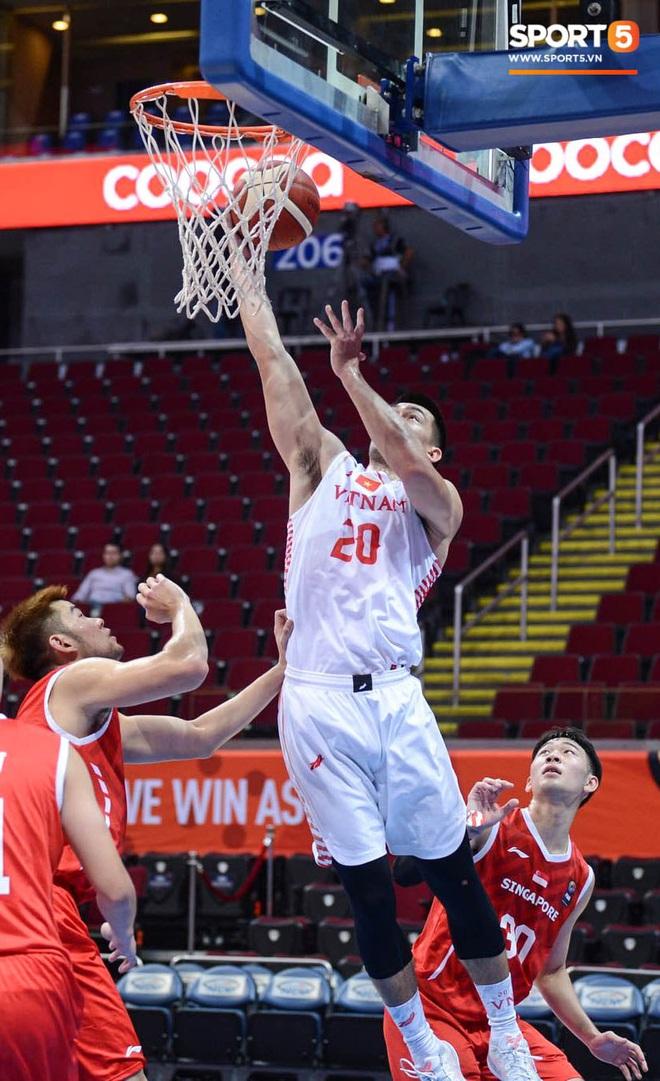 Thắng thuyết phục Singapore, bóng rổ Việt Nam vào bán kết SEA Games 30 lần đầu tiên trong lịch sử - Ảnh 2.