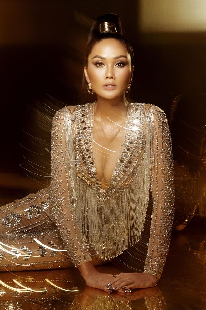 H'Hen Niê đẹp như nữ thần trong bộ ảnh khép lại nhiệm kỳ Hoa hậu Hoàn vũ: 2 năm qua đã quá xuất sắc rồi! - ảnh 8