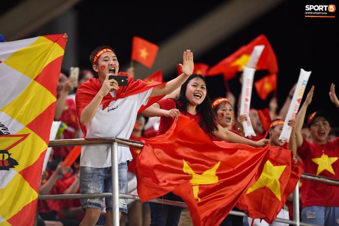 Đội trưởng tuyển nữ Việt Nam đổ gục xuống sân vì kiệt sức sau khi cùng đồng đội giành quyền vào chung kết SEA Games 30 - ảnh 17