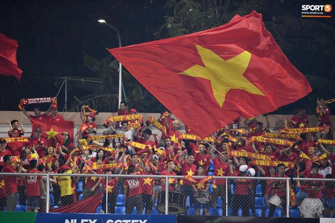 Đội trưởng tuyển nữ Việt Nam đổ gục xuống sân vì kiệt sức sau khi cùng đồng đội giành quyền vào chung kết SEA Games 30 - ảnh 16