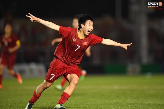 Đội trưởng tuyển nữ Việt Nam đổ gục xuống sân vì kiệt sức sau khi cùng đồng đội giành quyền vào chung kết SEA Games 30 - ảnh 12